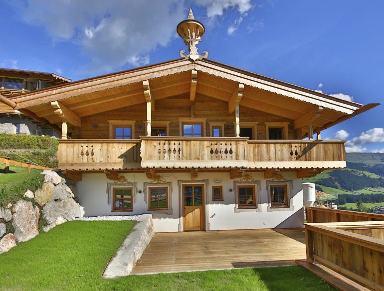 Tiroler bauernhaus im historischen stil in kirchberg for Hausbau moderner baustil